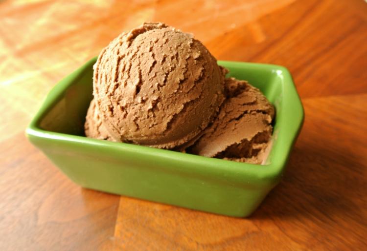 vegan-chocolate-ice-cream-2